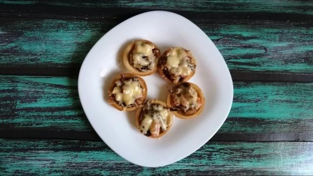 Салат с курицей и грибами в тарталетках – пошаговый рецепт с фотографиями