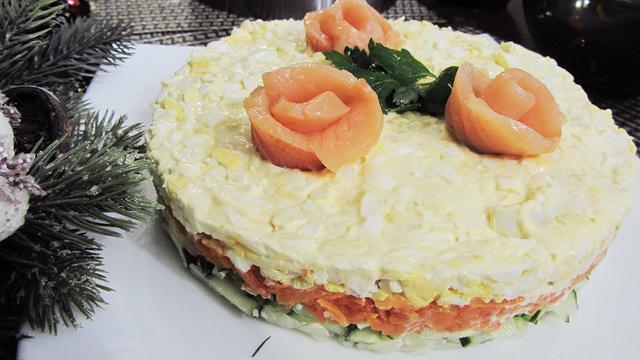 Новогодний салат с красной рыбой – пошаговый рецепт с фотографиями
