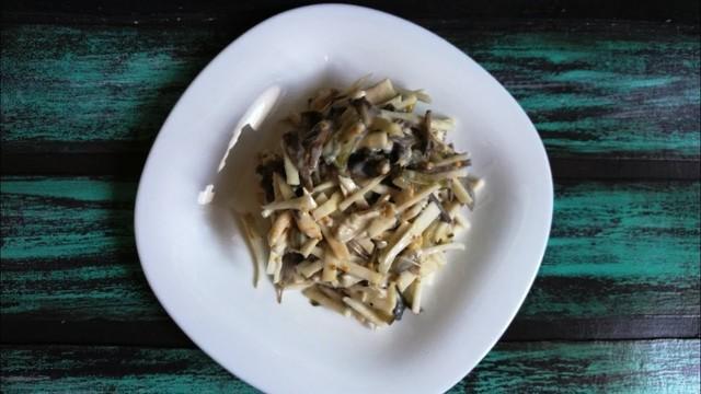 Салат с курицей, грибами и сельдереем – пошаговый рецепт с фотографиями