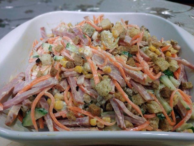 Салат с сухариками и рецепт легкого майонезного соуса – пошаговый рецепт с фотографиями