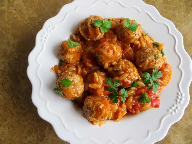 Обед для всей семьи - фрикадельки с макаронами – пошаговый рецепт с фотографиями