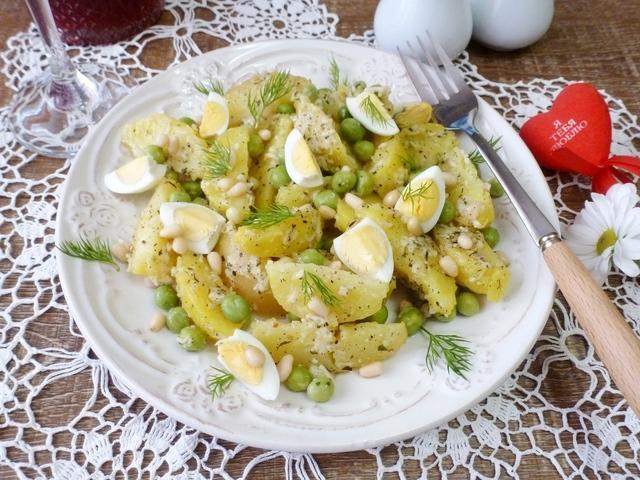 Картофельный салат с кедровыми орешками и сырной заправкой – пошаговый рецепт с фотографиями