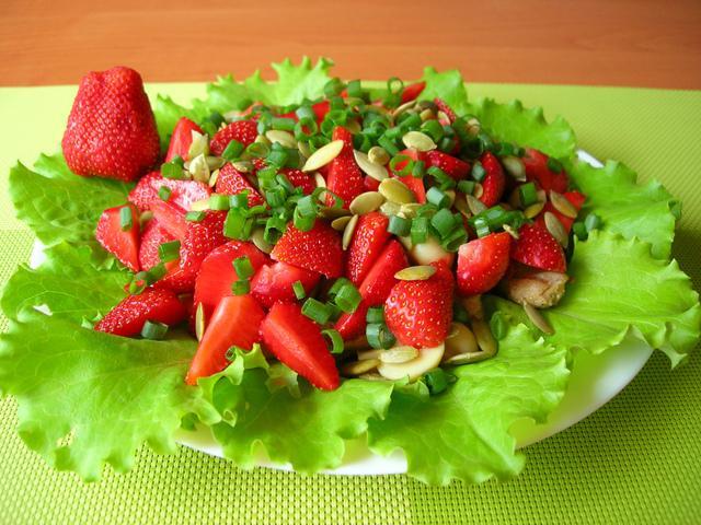 Салат из клубники и курицы (без заправки) – пошаговый рецепт с фотографиями