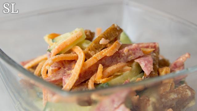 Моментальный пикантный салат с сухариками и корейской морковкой! все смешал и готово! – пошаговый рецепт с фотографиями