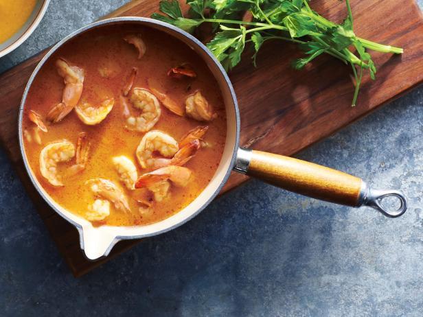 Острый суп с креветками на кокосовом молоке
