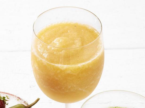 Замороженный коктейль «Персиковая сангрия»