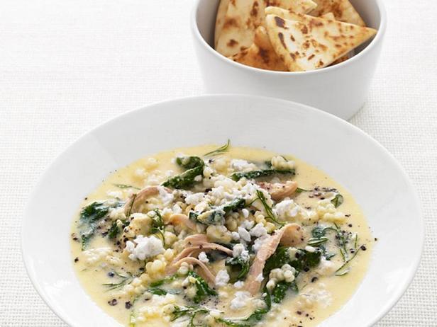 Куриный суп с мелкими макаронами и шпинатом