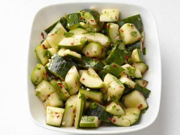 Острый азиатский салат из огурцов
