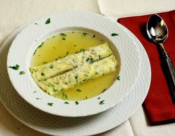 Итальянский суп с блинчиками «скрипелле-ин-бродо»