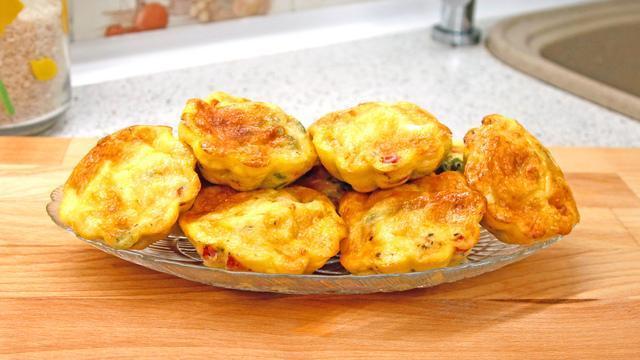 Омлетные кексики с овощами, сыром и колбасой – пошаговый рецепт с фотографиями