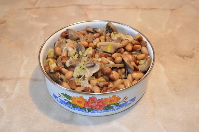 Салат диетический из фасоли с грибами! вегетарианский рецепт.  – пошаговый рецепт с фотографиями