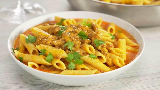 Макароны с мясным фаршем в сырном соусе на сковороде – пошаговый рецепт с фотографиями