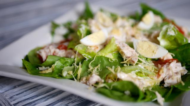 Салат с куриным филе и жареными помидорами – пошаговый рецепт с фотографиями