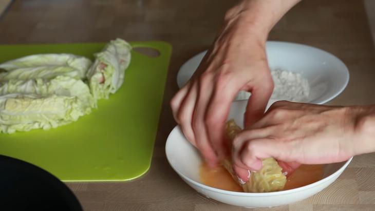 Капустные рулетики с сосисками - быстрый перекус в школу, на работу – пошаговый рецепт с фотографиями