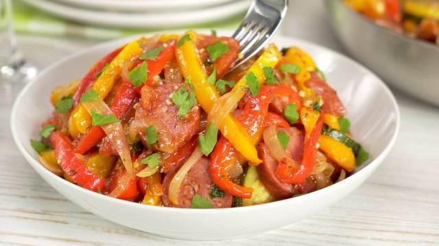 Быстрое рагу из сладкого перца и кабачков с колбасками – пошаговый рецепт с фотографиями