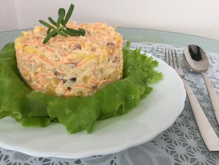 Салат с копчёной колбасой и сыром  – пошаговый рецепт с фотографиями