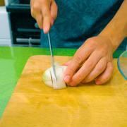 Жареные на сковороде куриные голени с овощным соусом – пошаговый рецепт с фотографиями