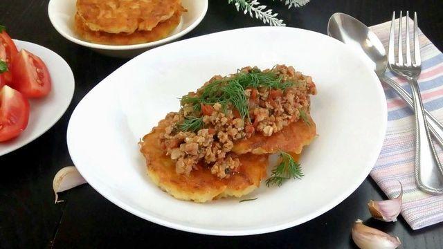 Картофельные деруны с мясной подливкой – пошаговый рецепт с фотографиями
