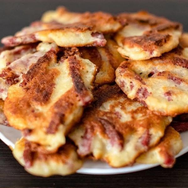 Картофельные драники с колбасой  – пошаговый рецепт с фотографиями