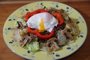 Теплый салат с чечевицей и яйцом-пашот – пошаговый рецепт с фотографиями