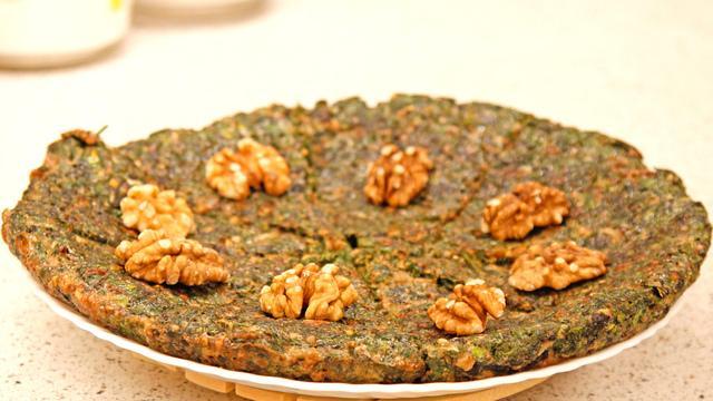 Кюкю из зелени с грецкими орехами – пошаговый рецепт с фотографиями