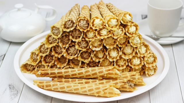 Вафельные трубочки с кофейным и обычным заварным кремом – пошаговый рецепт с фотографиями