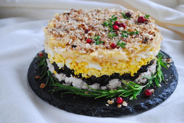 Вкусный праздничный салат с курицей, черносливом и орехами – пошаговый рецепт с фотографиями