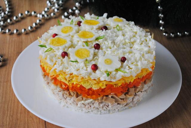 Слоёный салат «праздничный» на новогодний стол – пошаговый рецепт с фотографиями
