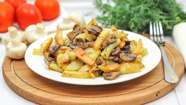 Жареная картошка с грибами с хрустящей корочкой – пошаговый рецепт с фотографиями