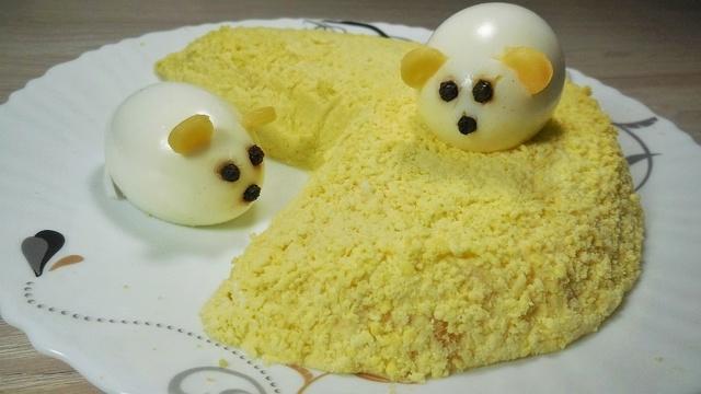 Новогодний салат 2020 «мышки на сыре» – пошаговый рецепт с фотографиями