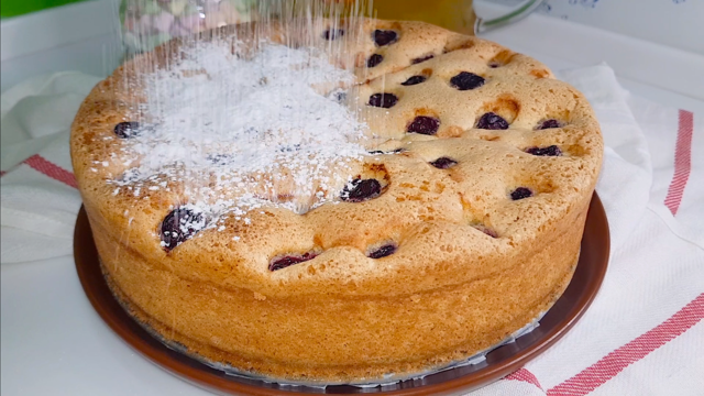 Бисквитный пирог с вишней – пошаговый рецепт с фотографиями