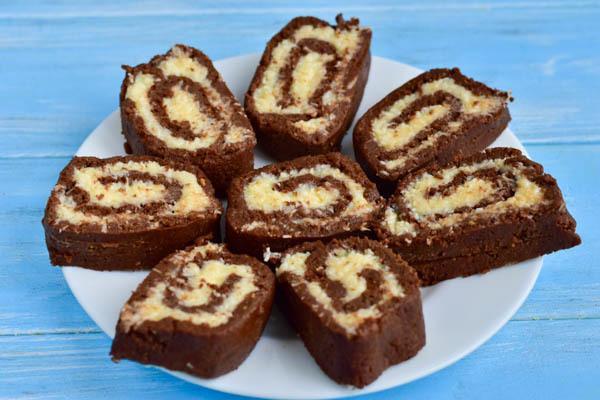 Шоколадный рулет с кокосовой начинкой без выпечки – пошаговый рецепт с фотографиями