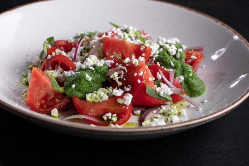 Готовим салат с фейхоа, томатами и творогом