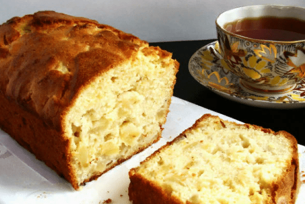 Яблочный кекс – простая выпечка к чаю.