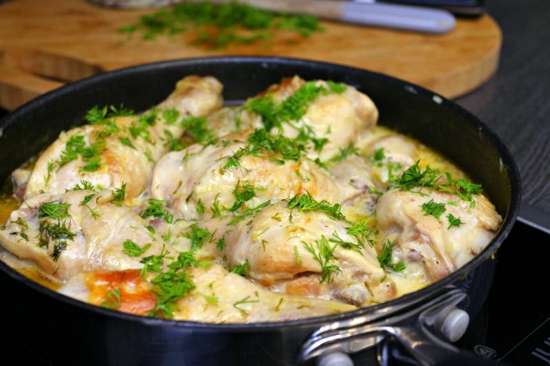 Курица приготовленная в особенном сметанном соусе