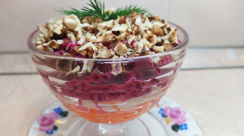 Простой и очень вкусный салат со свёклой