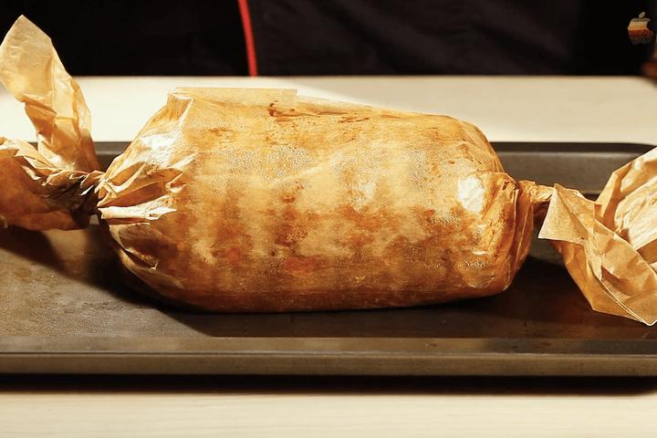 Рулет из свинины с черносливом и орехами в соусе