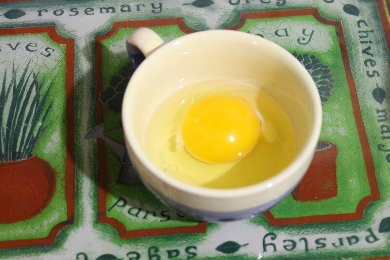 Яйца пашот. Как по мне — всмятку вкуснее и проще