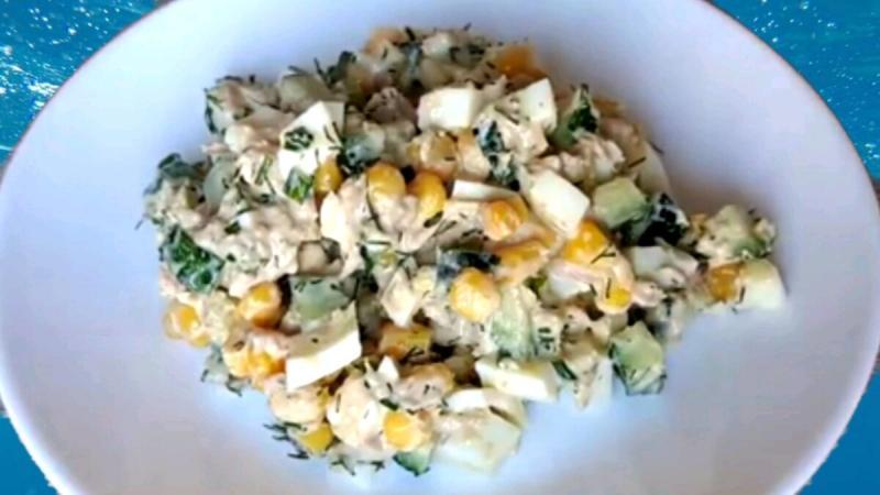 Вкусный салат с тунцом, кукурузой и не только... за 10 минут