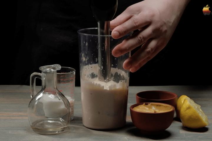 """Закуска """"клубок ниток"""" с чесночным соусом"""