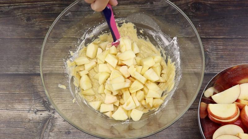 Медовый пирог с яблоками. Просто и легко
