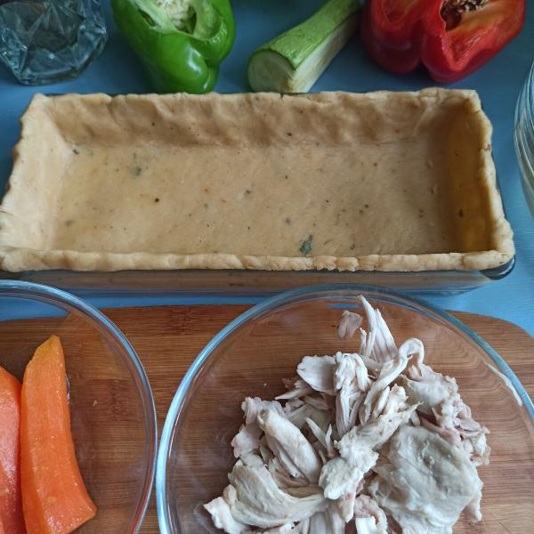 Песочный пирог с курицей.
