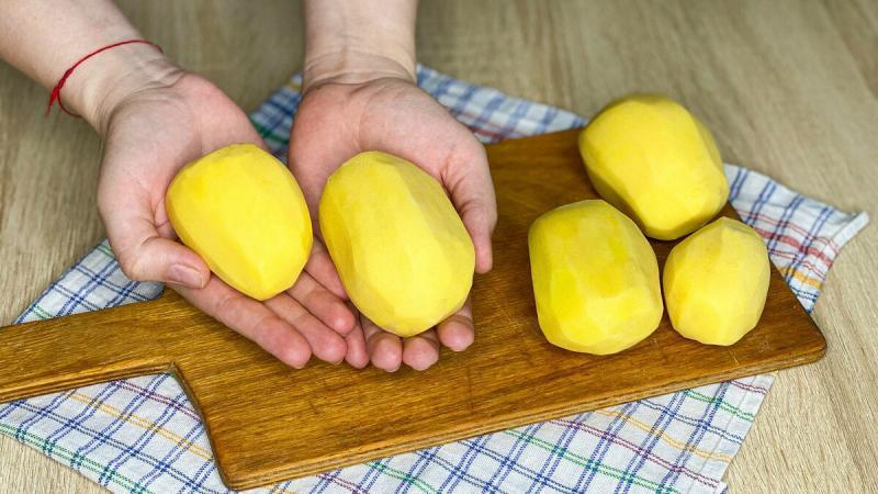 Вкуснейший рецепт из обычной картошки: необычные драники.