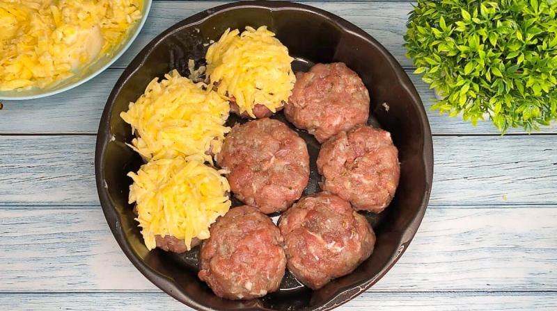 Беру любой фарш, картофель и готовлю вкусный ужин