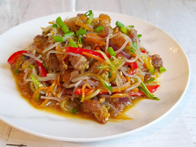 Фунчоза по-корейски — горячая, аппетитная, с мясом и овощами