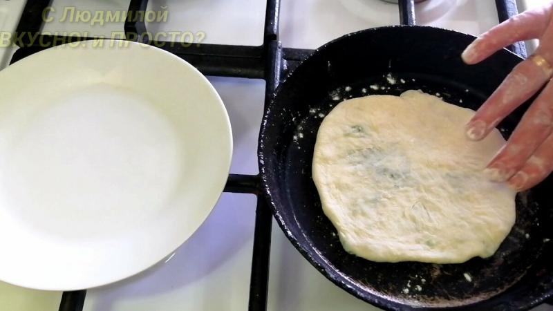 Лепёшки с зеленью на сухой сковороде за считанные минуты