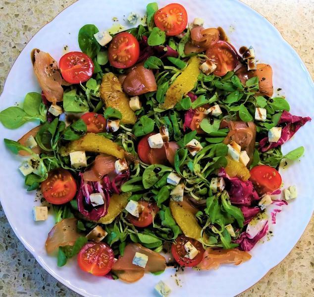 Салат из куриного карпаччо с апельсином и Дорблю