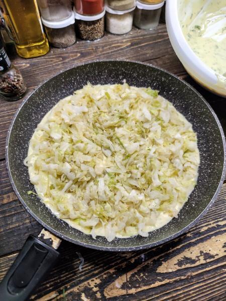 Заливной творожный пирог с капустой