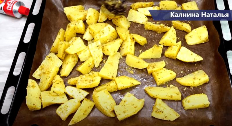 Золотистый картофель в духовке в горчичном соусе