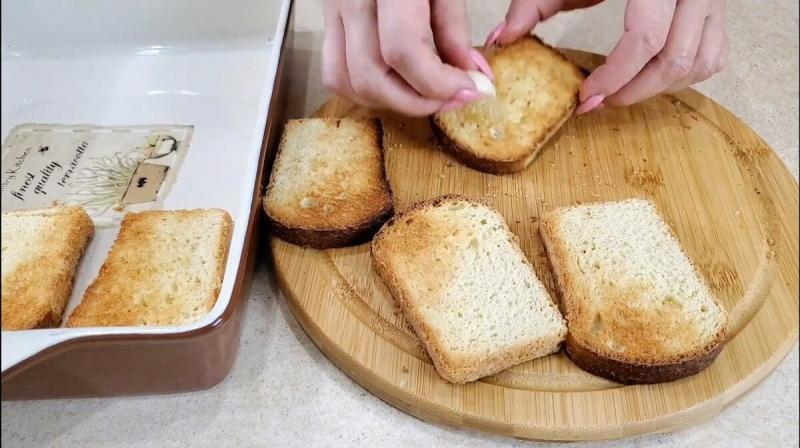 Горячие бутерброды с баклажанами. Колбаса отдыхает.